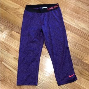 Girls NiKE cropped workout leggings